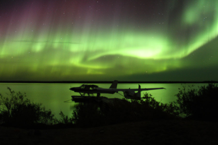 erie-northern-lights-on-floatplanes